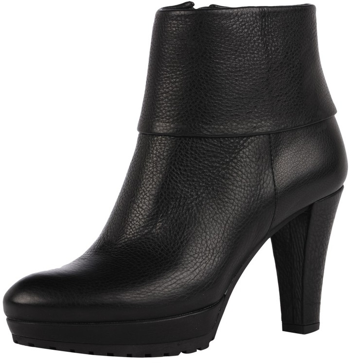 VC Signature Cuffed Ankle Bootie