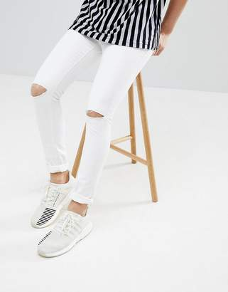 Mennace Muscle Fit Jeans In White With Knee Rips