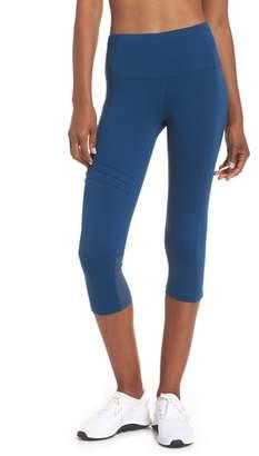 OISELLE Pocket Jogger Capri Leggings