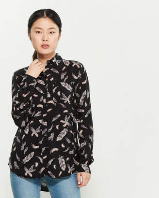 BeachLunchLounge Beach Lunch Lounge Long Sleeve Feather Print Shirt