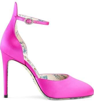 Gucci Satin pumps