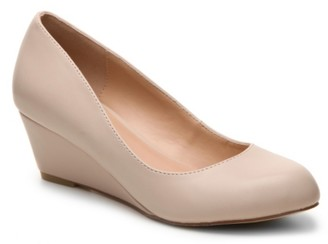 Journee Collection Dollup Wedge Pump