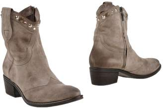 Janet & Janet Ankle boots - Item 44978711DI