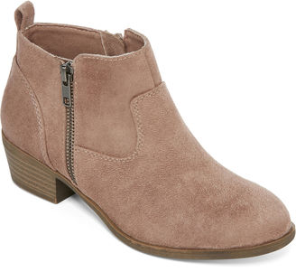 ARIZONA Arizona Galvin Ankle Booties $60 thestylecure.com