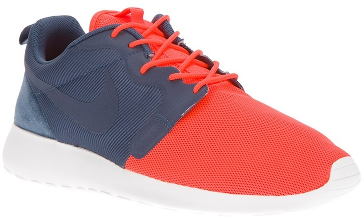 Nike lace-up trainer