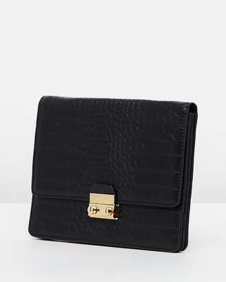 Envelope Waist Clutch