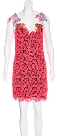 Christopher KaneChristopher Kane Resort 2015 Lace Sheath Dress