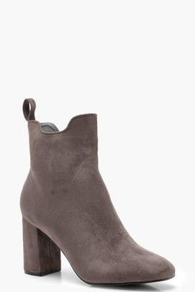 boohoo Block Heel Pull On Chelsea Boots