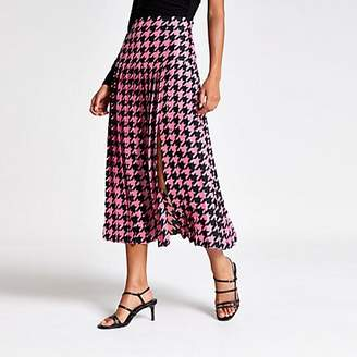 River Island Pink houndstooth pleated midi skirt