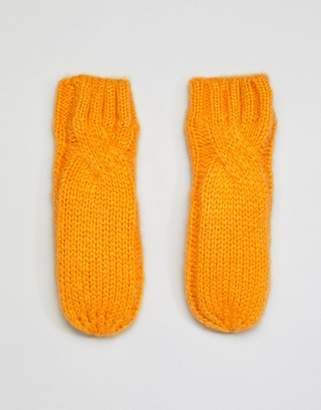 Noisy May cable knitted mittens