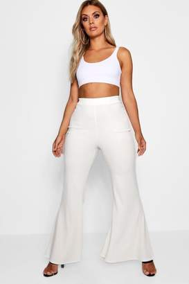 boohoo Plus Crepe Flared Trouser
