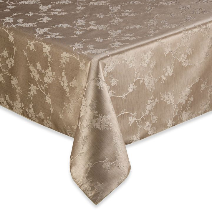 Bed Bath & Beyond Regency 60-Inch x 120-Inch Tablecloth in White