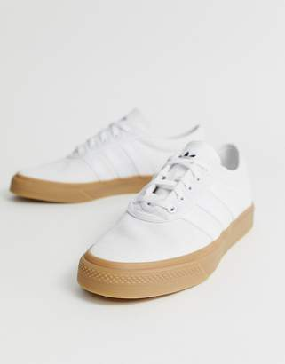 uk availability d1626 39e30 adidas Skateboarding Skateboarding Adi-Ease Trainers In White With Gum Sole