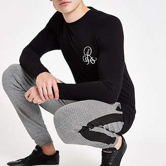 River Island Mens Black muscle fit 'R96' long sleeve T-shirt