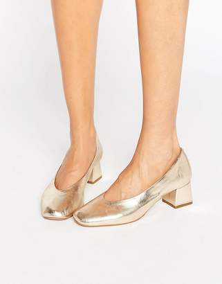 Carvela Antidote Gold Leather Mid Heeled Shoes