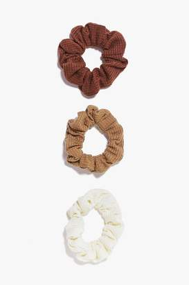 boohoo Jennifer 3 Pack Scrunchies