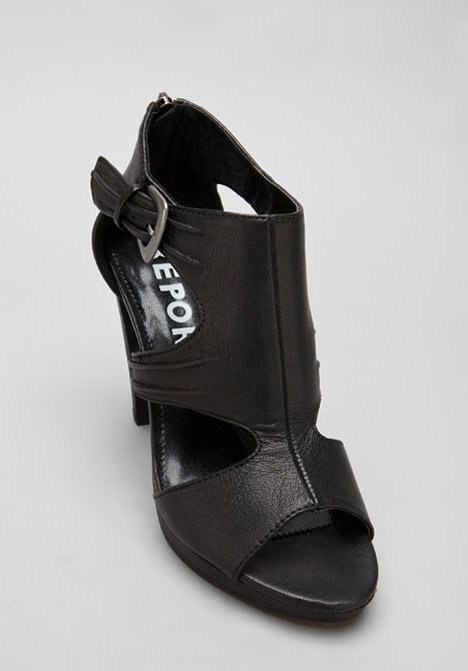 khloe kardashian in black and white herve leger dress