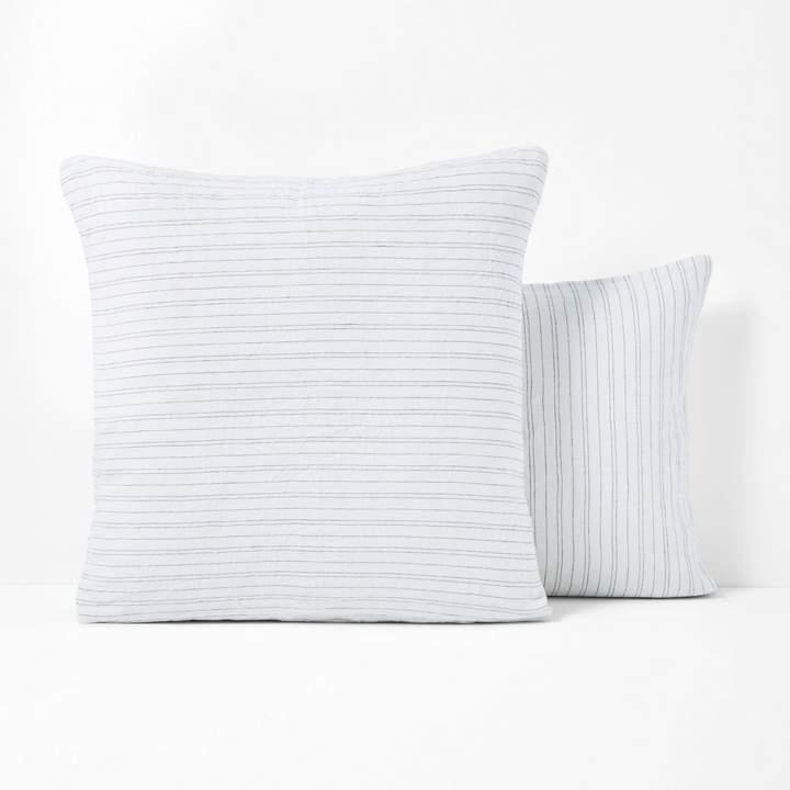 la redoute interieurs taie oreiller imprim e en lin lav uzes aiment france. Black Bedroom Furniture Sets. Home Design Ideas