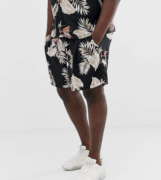 New Look Plus co-ord shorts with leaf print in black