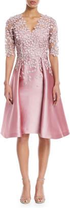 Rickie Freeman For Teri Jon Scalloped V-Neck Lace Gazaar Cocktail Dress