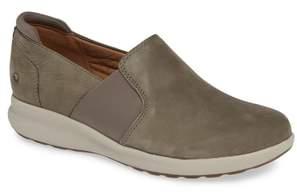 Clarks R) Un Adorn Step Sneaker