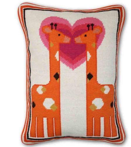 Kissen Kissing Giraffe Needlepoint Throw Pillow von