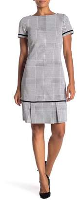 Sharagano Short Sleeve Houndstooth Pleated Dress