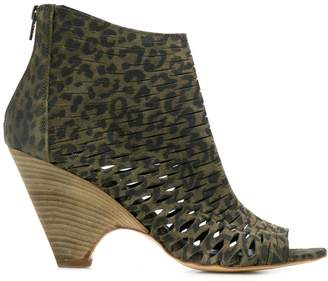 Strategia cut out details ankle boots