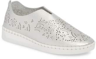 Bernie Mev. TW108 Slip-On Sneaker