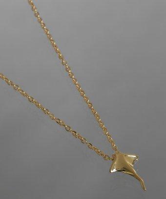 Gara Danielle gold stingray charm necklace