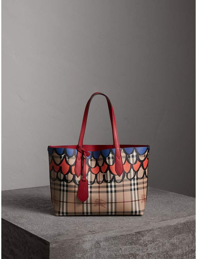 Burberry The Small Reversible Tote in Trompe L'oeil Print