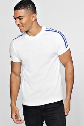 boohoo Muscle Fit Knitted Raglan Polo With Shoulder Stripe