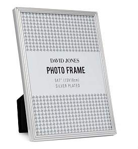 "David Jones {@@=Ist. Core. Helpers. StringHelper. ToProperCase(""Pinstripe' Metal Photo Frame, 5 x 7""/ 13 x 18 cm"")}"