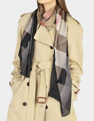 Burberry 190X70 Ombrée Mega Check Ultra Washed Stole in Camel and Black Mulberry Silk