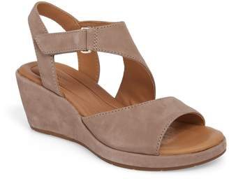 Clarks R) Un Plaza Wedge Sandal