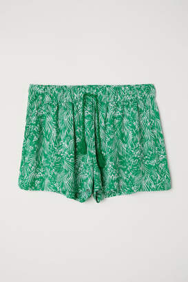 H&M Patterned Shorts - Green