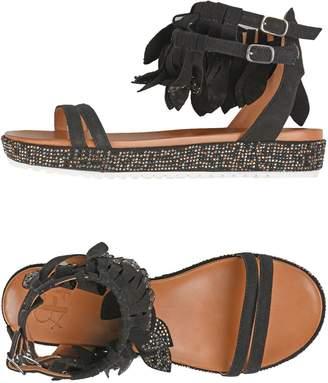La Femme PLUS Sandals