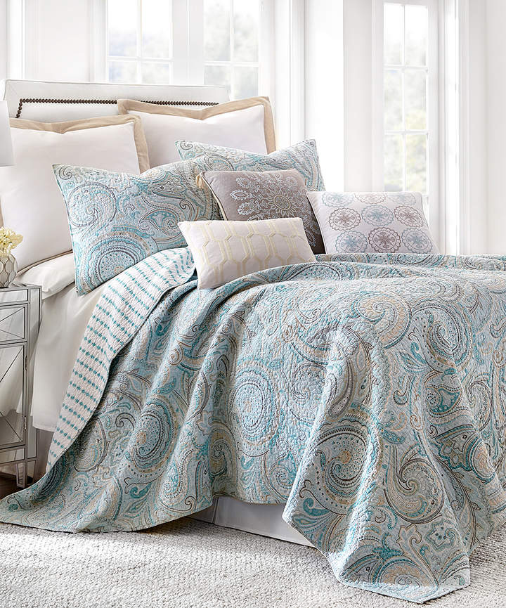 Blue Painted Paisley Quilt Set