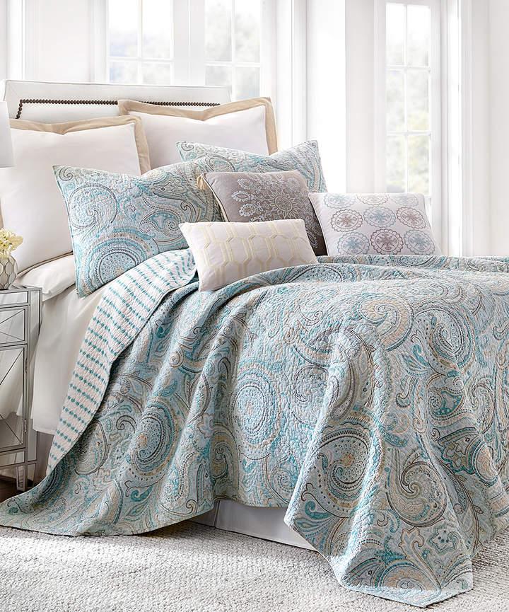 Blue Painted Paisley Quilt Set