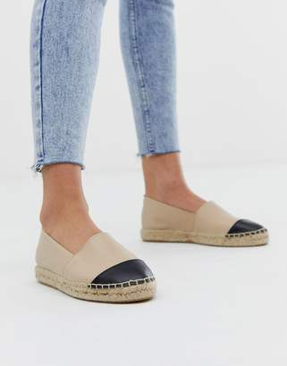Office Lucky beige leather flat espadrilles with black toe posts