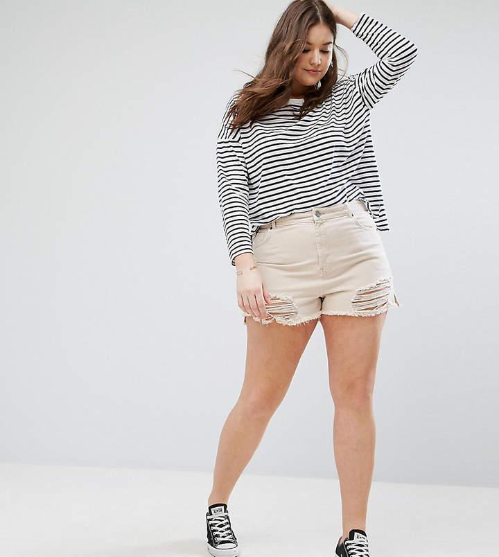 – Jeansshorts mit seitlichen Schlitzen und Rissen, in Hautrosa