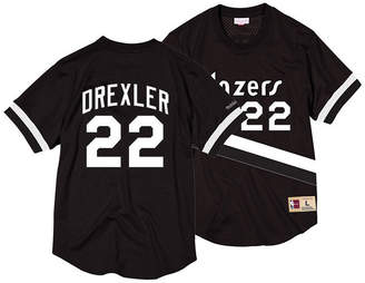 Mitchell & Ness Men Clyde Drexler Portland Trail Blazers Black & White Mesh Name and Number Crew Neck Jersey