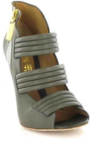 Lamb Side Zip Sandal