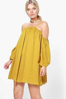 boohoo Angel Sleeved Pleated Crinkle Swing Dress