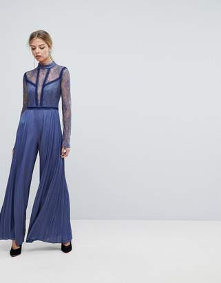 Three floor Pleated Jumpsuit With Lace Sleeves