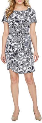 Robbie Bee Short Sleeve Paisley Sheath Dress-Petite