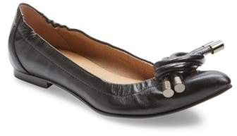 French Sole Onyx Pointed-toe Flat