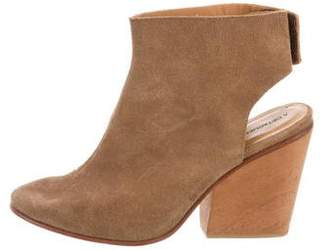 A Détacher Round-Toe Ankle Boots