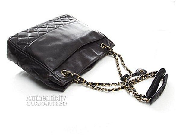Chanel Pre-Owned Black Lambskin Bottom Quilted Vintage Shoulder Bag