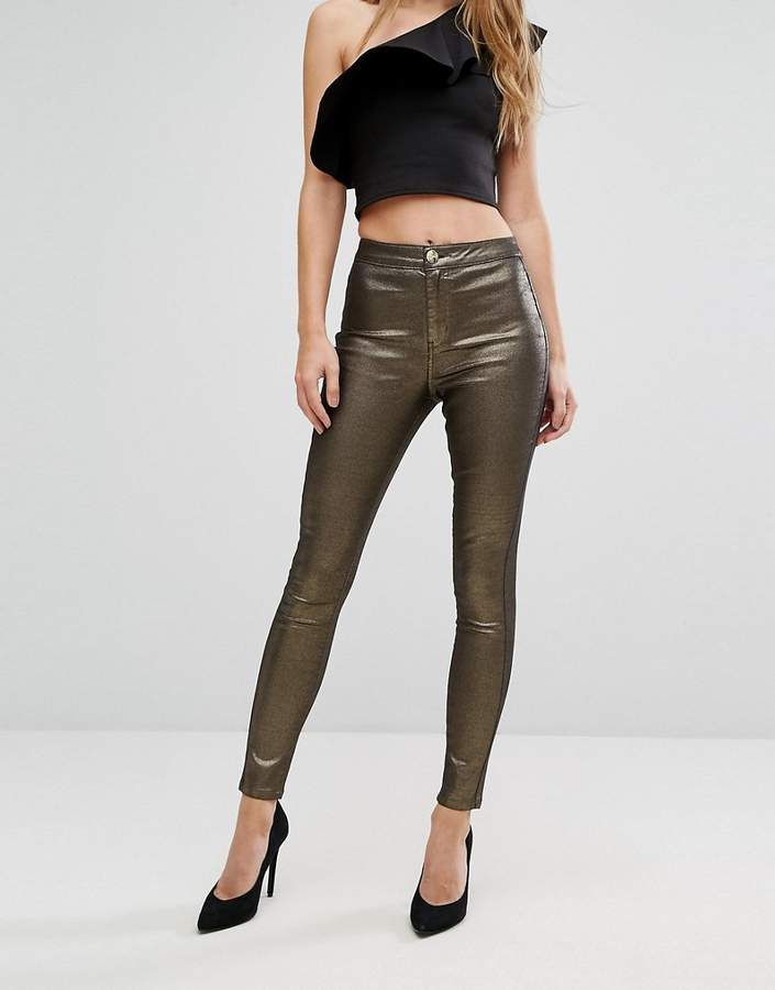 – Glitzernde Jeans mit Goldbeschichtung